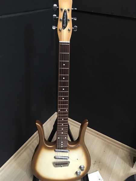 Dynelectron Longhorn Copper Burst E-Gitarre