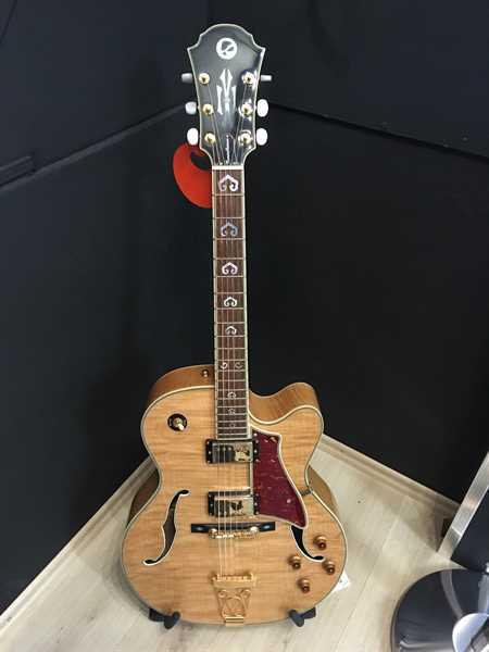 London City Constellation Jazz-Gitarre