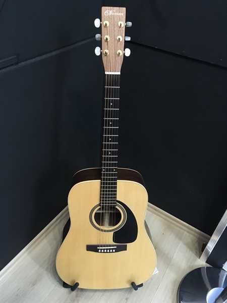 Norman ST-68 Western-Gitarre vollmassiv, Ausstellungsstück